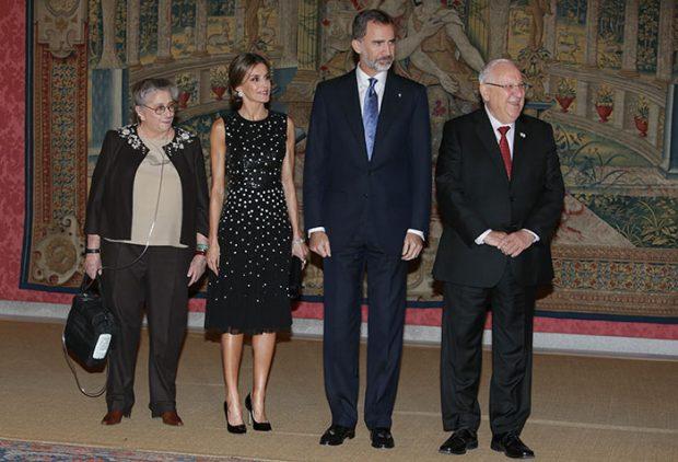 El original look de la Reina en la recepción del Presidente de Israel celebrada en el Pardo