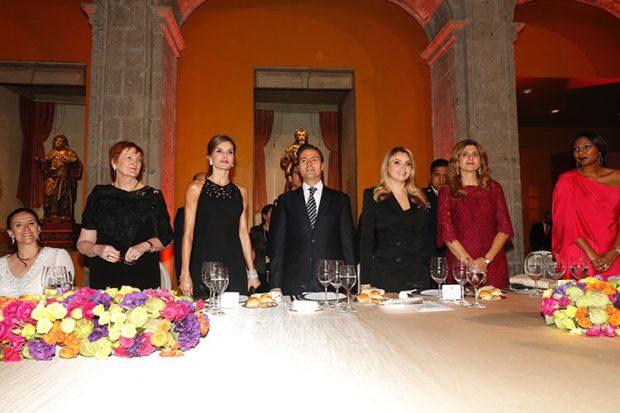 Yo a México… y tú a Toledo: Letizia se divierte en D.F. mientras Felipe visita la catedral manchega