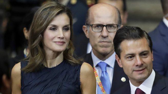 Letizia en Mexico con conjunto azul de Nina Ricci