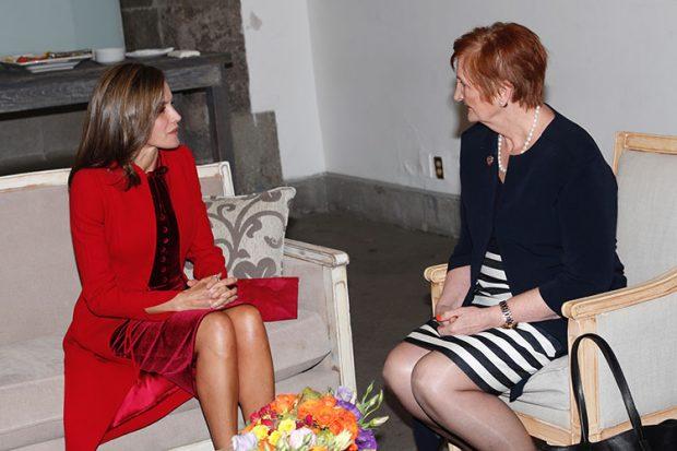"""Letizia, de Japón a México en clave """"velvet red"""""""