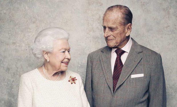 Imagen oficial de las bodas de titanio de la Reina y el duque de Edimburgo / Gtres