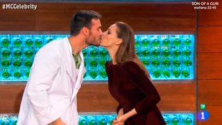 Saúl Craviotto y Eva González repiten beso en Masterchef Celebrity / RTVE