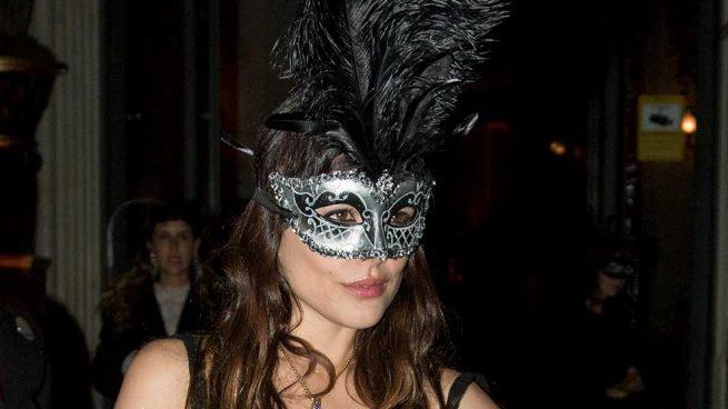Adriana Ugarte Fiesta Máscaras Dior Transparencias