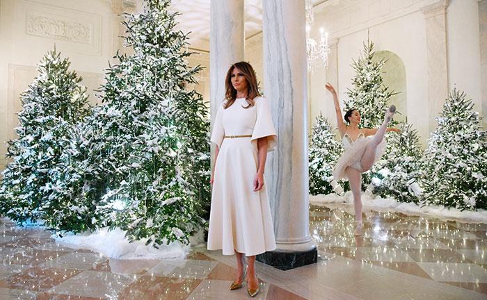 Melania Trump vestido blanco Navidad Casa Blanca