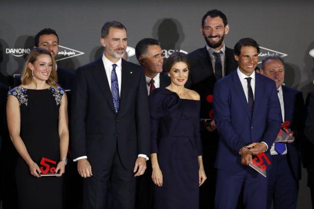 Los Reyes con los premiados / Gtres
