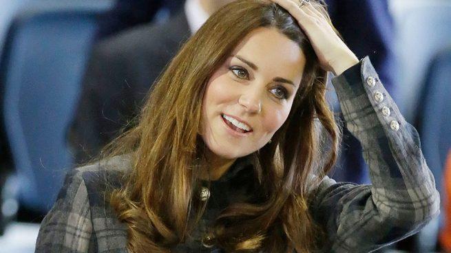 Kate Middleton agota un abrigo de cuadros firmado por Zara