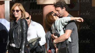 GALERÍA: Escassi y su nueva novia se comen a besos frente a Lara Dibildos / LOOK