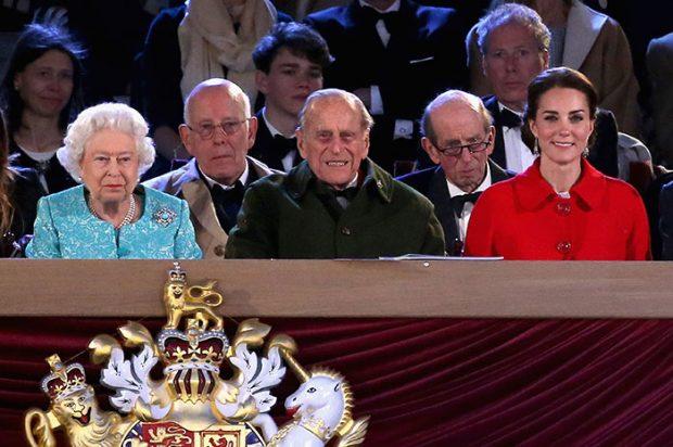 Kate Middleton agota un abrigo de Zara en tiempo récord