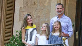 Los Reyes y sus hijas en una imagen de archivo / Gtres