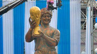 GALERÍA: Así es la polémica estatua de Maradona / Gtres