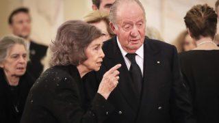 Los reyes eméritos han acudido a Bucarest para despedirse del primo carnal de la reina Sofía /Gtres