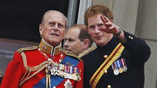 El príncipe Harry y el duque de Edimburgo / Gtres