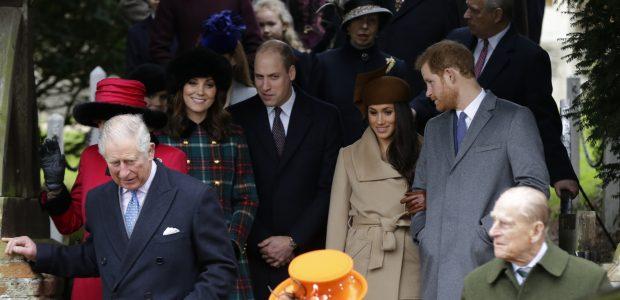 Así ha sido la primera 'reverencia' de Meghan Markle a la Reina