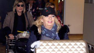 Carmen Borrego en el aeropuerto de Madrid Barajas antes de poner rumbo a Nueva York / Gtres