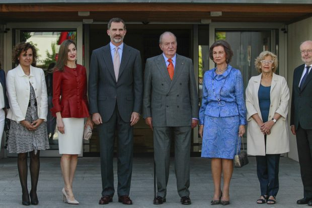 """""""Ha hecho que ponga los pies en la tierra"""": Esto es lo que piensan en Europa de cómo ha cambiado Letizia al Rey"""