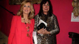Nieves Herrero, junto a Carmen Martínez Bordiú, el día en el que presentó la biografía de Carmen Franco Polo / Gtres