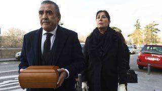 Carmen y Jaime portaban los restos mortales de su madre /Gters