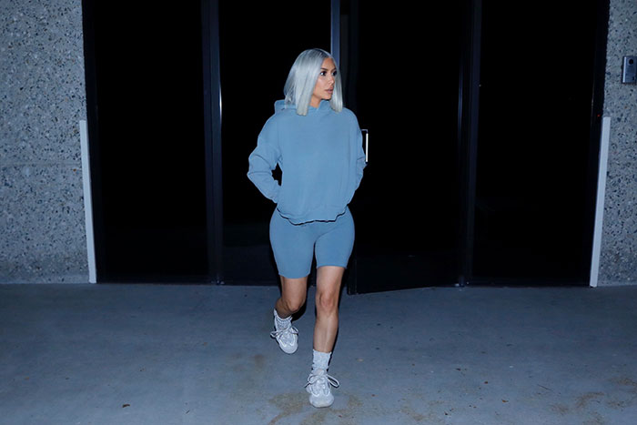Kim Kardashian cambio look cabello azul