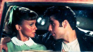 Olivia Newton John, junto a John Travolta, en una escena de 'Grease' / Gtres