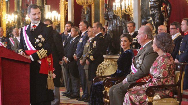 La emoción contenida del rey Juan Carlos ante el homenaje de Felipe VI
