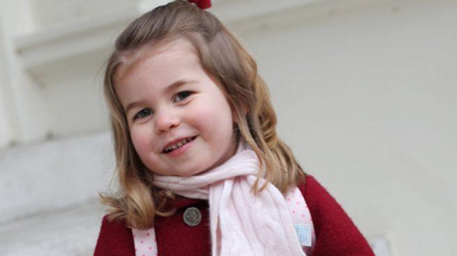Charlotte de Cambrigde, todo sonrisas en su primer día de 'cole'