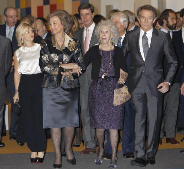 La reina Sofía con Cayetana de Alba y Alfonso Díez