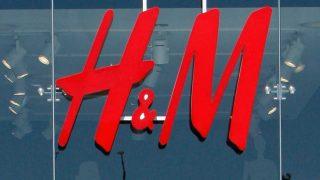 H&M se disculpa y retira el producto de su tienda 'online'. / Gtres