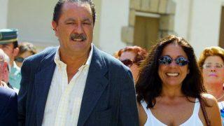 Julián Muñoz e Isabel Pantoja a la salida del consistorio marbellí/Gtres