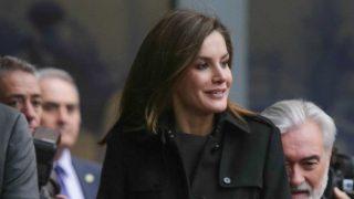 GALERÍA: La reina Letizia regresa a su línea más 'working' y estrena calzado. / Gtres