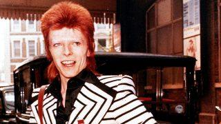 GALERÍA. 5 prendas con las que Bowie se adelantó a las tendencias / Gtres