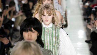 La modelo británica Hanna Moller en el desfile de Louis Vuitton. / Gtres