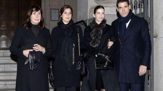 Carmen Martínez Bordiú , Cynthia Rossi, Margarita Vargas y Luis Alfonso de Borbón a las puertas de la iglesia /Gtres