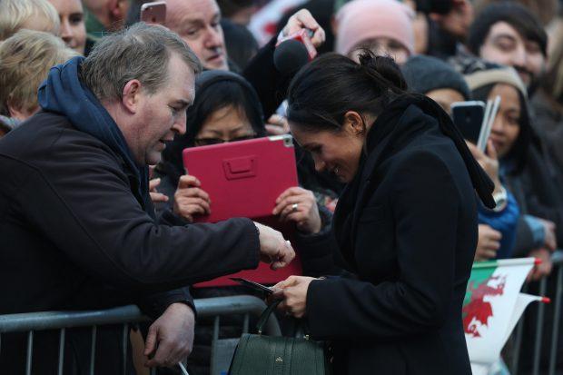 La era Markle ha comenzado: La prometida del príncipe Harry vuelve a desafiar los convencionalismos en una visita histórica
