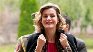 GALERÍA: La reina Letizia ha lucido piezas clonadas y asequibles de grandes firmas, ¿quieres verlas? Haz clic