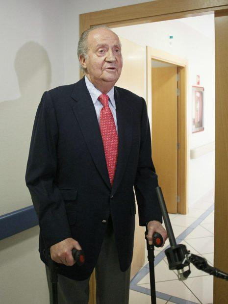 El rey Juan Carlos a la salida de un hospital / Gtres