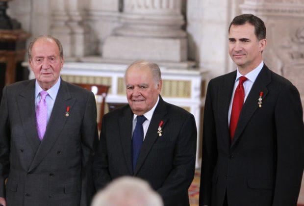 Los reyes Felipe y Juan Carlos con el Toisón / Gtres