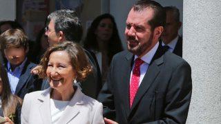 Jesús Ortiz y Paloma Rocasolano en la Primera Comunión de la princesa Leonor en 2015 / Gtres
