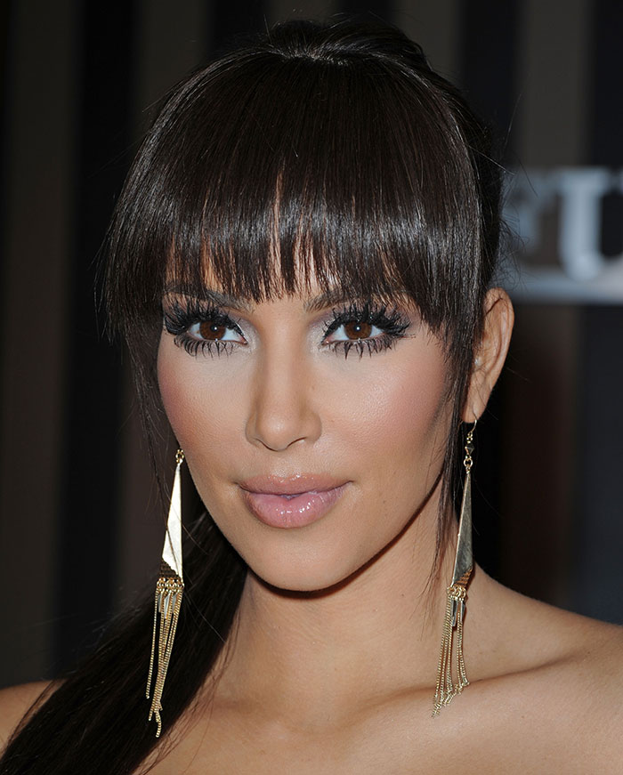 kim kardashian cambio look trenzas desnudos