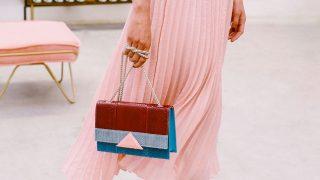 Los bolsos favoritos de Paula Echevarría y la reina Letizia están de oferta en su página web / Gtres