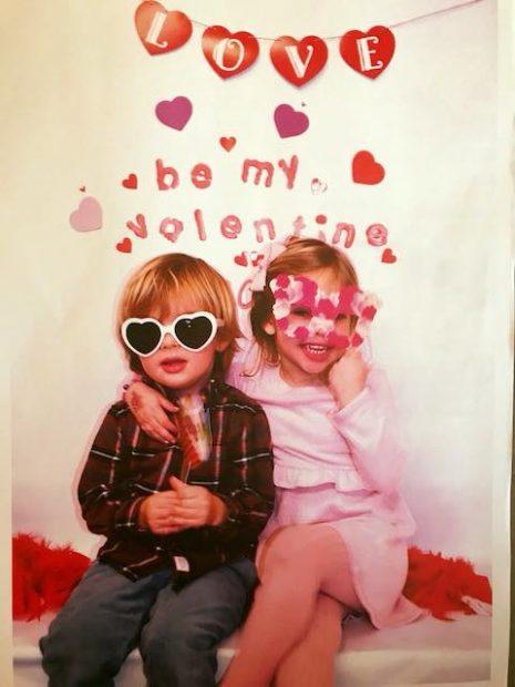 Leonore y Nicolás felicitan el día de los enamorados