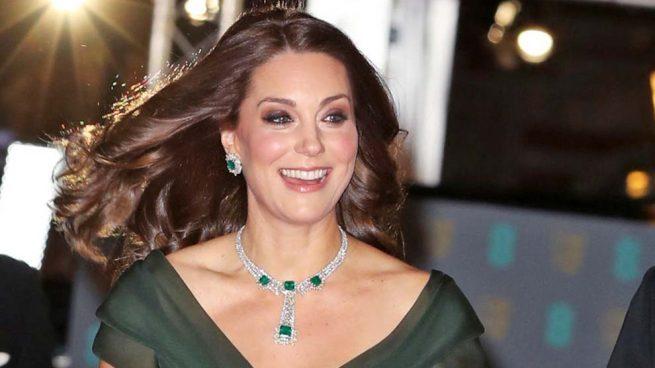 Sin Meghan, pero con Cressida: Kate Middleton desafía el 'dress code' de los BAFTA y se reencuentra con la ex de Harry