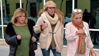 Terelu Campos, Rocío Carrasco y Carmen Borrego a la salida de la clínica de la Luz / Gtres
