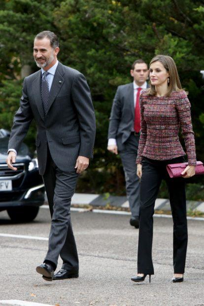 De inspiración Chanel pero en clave low cost: El look reciclado de la Reina para empezar la semana