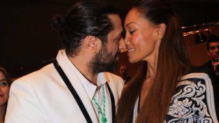 Rafael Amargo da un beso a su nueva novia en la entrega de la Medalla de Andalucía/ Gtres