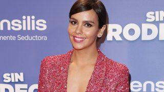 La presentadora Cristina Pedroche durante el photocall de la premiere de la película 'Sin Rodeos' / Gtres