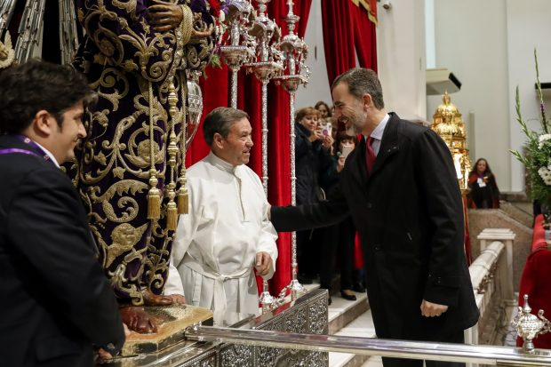 Felipe VI se estrena como rey en el tradicional besapiés al Cristo de Medinaceli