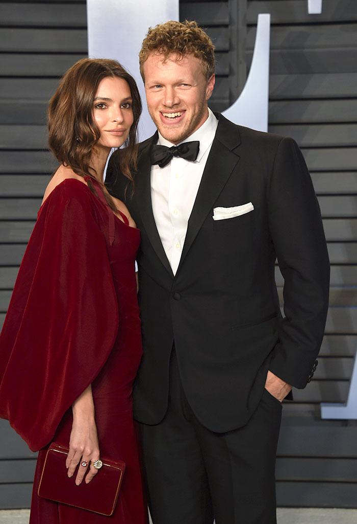 Emily Ratajkowski y su marido durante la fiesta Vanity Fair de la noche de los Premios Oscar 2018