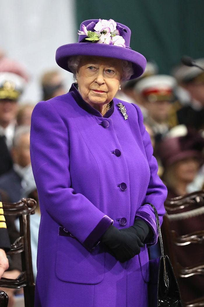 La reina Isabel apostó por el Ultraviolet apenas días después del anuncio de Pantone / Gtres