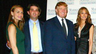 Trump y su hijo Donald Jr, junto a Vanessa y Melania Trump en una imagen de 2005 / Gtres