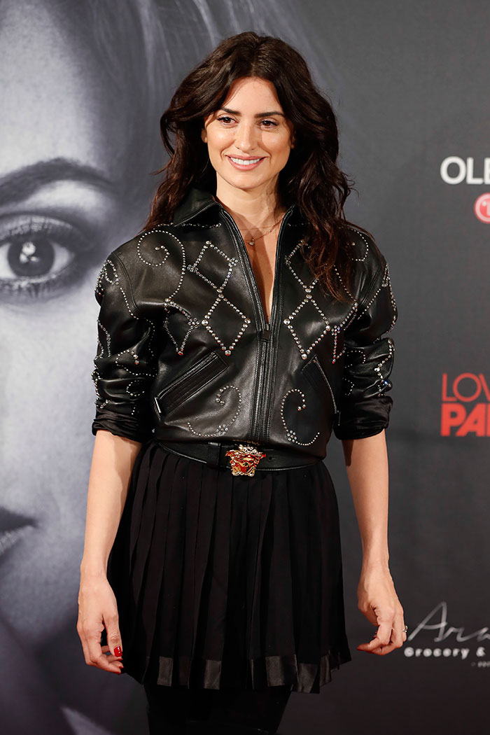 Penélope Cruz con chaqueta de piel 'vintage' de Versace / Gtres